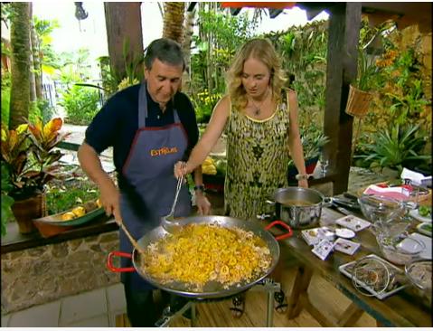 Paella um prato espanhol, preparado por parreira no programa estrelas.