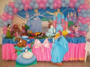 Arranjo e Decoração de Festa de Aniversário com Tema Cinderela. Modelos e Dicas.