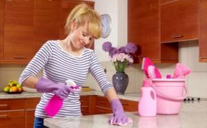 mulher-limpando-a-casa