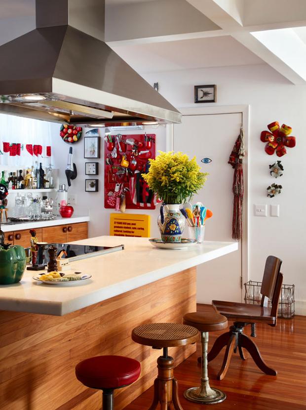 decoracao-cozinha-bistro-balcao-bancos
