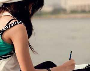 Moça-escrevendo-carta-de-amor