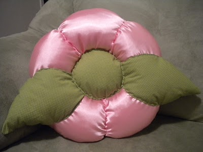 almofada-flor-cetim-rosa