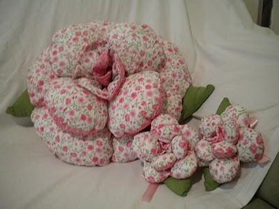 almofada-flor-conjunto-rosa