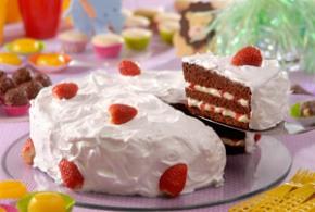 bolo-de-aniversario-morango-chantilly