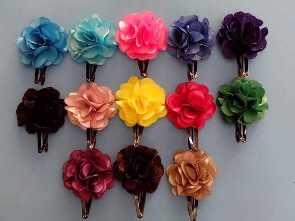 tic tac com flor em cetim tic tac Moda Chique Flores no Cabelo   Tendência, Fotos e Como Usar