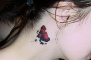 Modelos de Tatuagens Femininas Atrás da Orelha – Fotos e Dicas