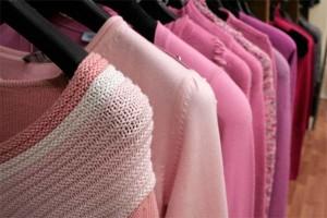 Roupas de Lã Guardadas no Armário – Como Tirar Cheiro de Mofo e Manchas Amarelas