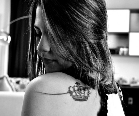 tatuagem-coroa-ombro
