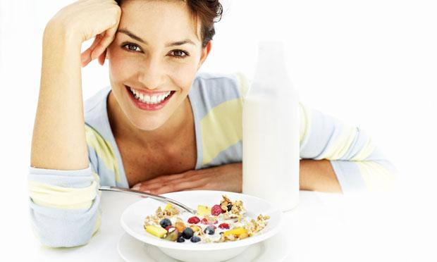 frutas-auxiliam-emagrecer-leite