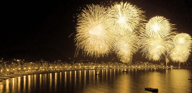 Resultado de imagem para fogos copacabana 2016