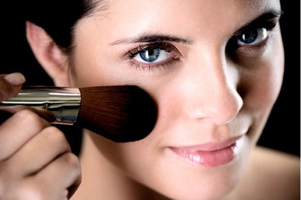 Maquiagem Com Efeito pincel