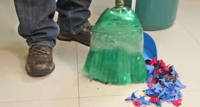 vassouras-com-garrafas-pet-material-e-como-fazer
